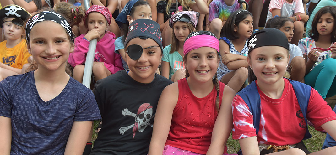 kids dressed as pirates